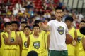 Jeremy Lin talks to young Taiwanese players during a basketball clinic in Taipei. Photo: AP