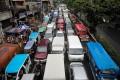 A traffic-clogged street in Manila. Photo: EPA