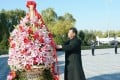 President Xi Jinping presents a flower basket commemorating deceased PLA Air Force officers in Beijing on Friday. Photo: Xinhua