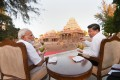 Indian Prime Minister Narendra Modi (left) and Chinese President Xi Jinping sip coconut juice as they chat during informal summit talks in the Indian temple town of Mamallapuram on October 11. Photo: PTI