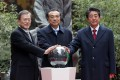 From left, South Korean President Moon Jae-in, Chinese Prime Minister Li Keqiang and Japanese Prime Minister Shinzo Abe pose for a photo during a ceremony to mark 20 years of trilateral cooperation during the Asian trilateral summit. Photo: dpa