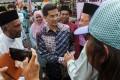 Malaysian Economic Affairs Minister Azmin Ali (C). Photo: EPA-EFE