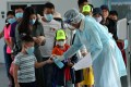 Malaysian authorities help tourists prevent the spread of the coronavirus. Photo: dpa