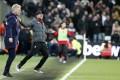 West Ham manager David Moyes (left) and Liverpool boss Jurgen Klopp react during the English Premier League match. Photo: AP