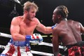 Logan Paul (left) throws a punch at fellow YouTuber KSI in his professional debut loss in November 2019. Photo: AFP