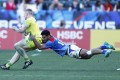 Australia's Henry Hutchison tries to get away from Samoa's Elisapeta Alofipo during their pool C clash at the LA Sevens. Photo: Mike Lee – KLC fotos for World Rugby