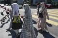 Pedestrians wearing face mask in a shopping district in Kuala Lumpur, Malaysia. Photo: AP
