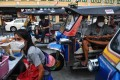 Tuk tuk drivers wear face masks amid concerns over the spread of the coronavirus as they wait for customers on Khao San Road, a popular tourist destination in Bangkok. Photo: AFP