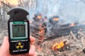 A Geiger counter measures the radiation level at the site of the fire in the exclusion zone around the Chernobyl nuclear power plant, outside the village of Rahivka, Ukraine. Photo: Reuters