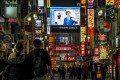 A large screen in Tokyo's famous entertainment district Kabukicho shows Japan's Prime Minister Shinzo Abe declaring a state of emergency over the coronavirus on April 7, 2020. Photo: Reuters