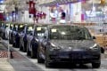 Tesla China-made Model 3 vehicles are seen during a delivery event at its factory in Shanghai, China January 7, 2020. Photo: Reuters
