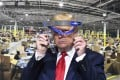 US President Donald Trump looks through a face shield while touring Ford Motor Co.'s Rawsonville Components Plant in Michigan on May 21, 2020. Photo: Detroit News via AP