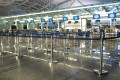 An empty airport check-in area. Airlines are in crisis, and the latest figures from travel association IATA paint a grim picture for the near future. For passengers, long-haul ticket prices should remain low. Photo: Shutterstock