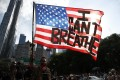 """A protester holds up an American flag with the words """"I Can't Breathe"""" as he walks in Manhattan after a George Floyd demonstration in Brooklyn, New York, on June 4. Photo: EPA-EFE"""