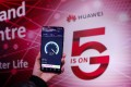 A Huawei 5G mobile phone takes a speed test at the Huawei 5G Innovation and Experience Centre in London, Britain. Photo: Xinhua/Han Yan