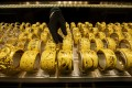 The record high price of gold is affecting jewellery shoppers in Hong Kong. Photo: Bloomberg