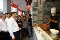Chinese President Xi Jinping visits a food stall in Chaozhou on Monday. Photo: Xinhua