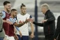 Tottenham's Gareth Bale (centre) looks on as West Ham's manager David Moyes shakes hands with goalscorer Manuel Lanzini at the end of the English Premier League draw. Photo: AP