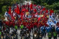 Protesters in Bandung, Indonesia march against the Omnibus Law on October 20. Photo: DPA