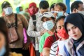 People queue to collect social assistance aid in Medan, North Sumatra, amid the pandemic. Photo: EPA-EFE