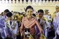Thai consort Sineenat Wongvajirapakdi greets royalists in Bangkok on November 1, 2020. Photo: Reuters