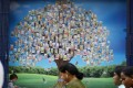 A picture of a money tree outside a currency exchange shop in Bangalore, India, in 2013. Photo: AP