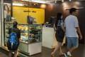 A customer views the cakes at a Maxim's shop in Central Hong Kong. Photo: AFP