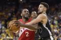 Golden State Warriors guard Klay Thompson (right) defends Toronto Raptors forward Kawhi Leonard in the 2019 NBA Finals. Photo: AP