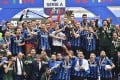 Inter Milan players and staff celebrate with the Serie A trophy after beating Udinese 5-1 in San Siro. Photo: Xinhua