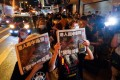 Hongkongers finally get hold of a copy from Apple Daily's last print run. Photo: Felix Wong