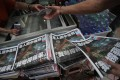 Copies of the final edition of Apple Daily are sold in Mong Kok on Thursday. Photo: Felix Wong
