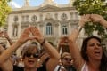 Women gather after Spain's top court finds five men guilty of rape in Madrid on June 21, 2019. Photo: Reuters