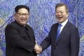 North Korean leader Kim Jong-un and South Korean President Moon Jae-in, pictured here in 2018, have exchanged 'candid' letters with each other, sources say. Photo: AP