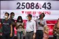 An electronic monitor shows Hang Seng Index at Central on 27 July 2021. Photo: May Tse