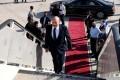 Israeli Prime Minister Naftali Bennett boards his plane for a visit to Washington on Tuesday. Photo: Avi Ohayon / GPO / DPA