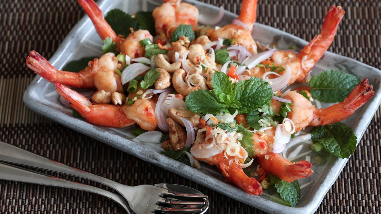 Thai fried shrimp salad with lemongrass, chillies and mint