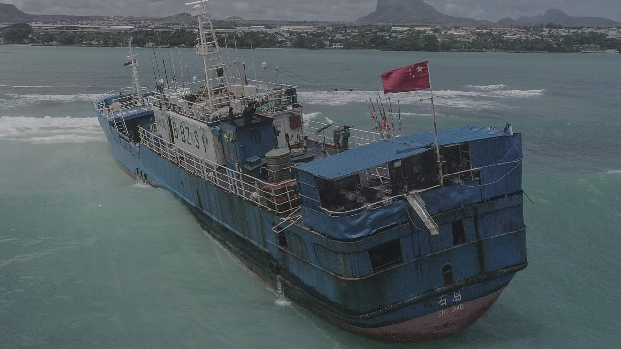 Chinese-flagged fishing trawler runs aground off Mauritius with fuel aboard