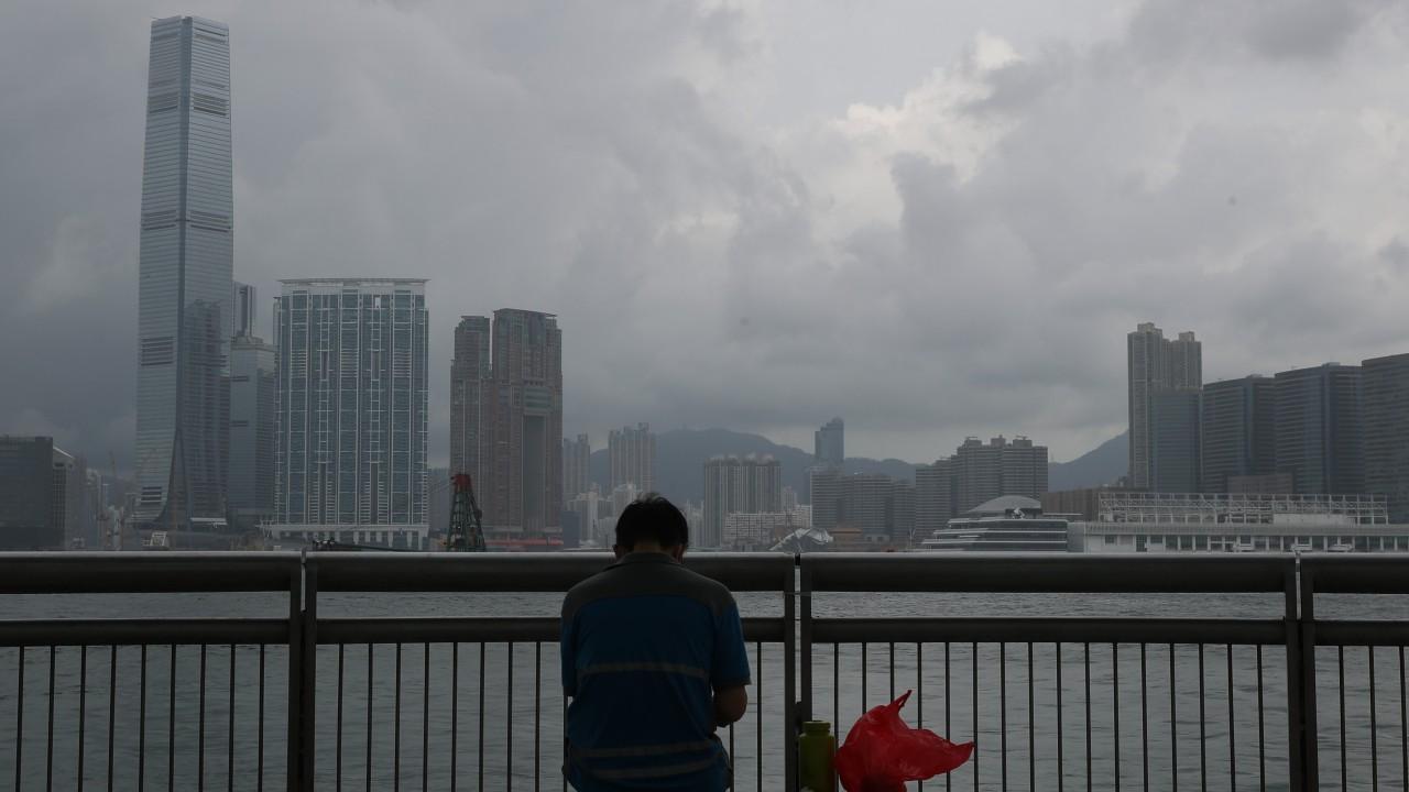Hong Kong Observatory issues No. 1 signal