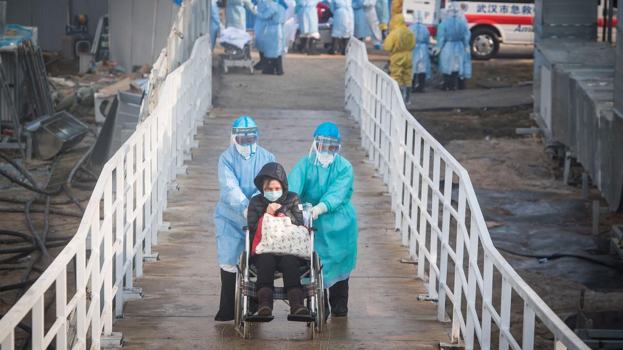 Coronavirus: Russian workers race to finish 'Chinese-inspired' hospital
