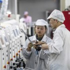 Foxconn offers new worker bonus