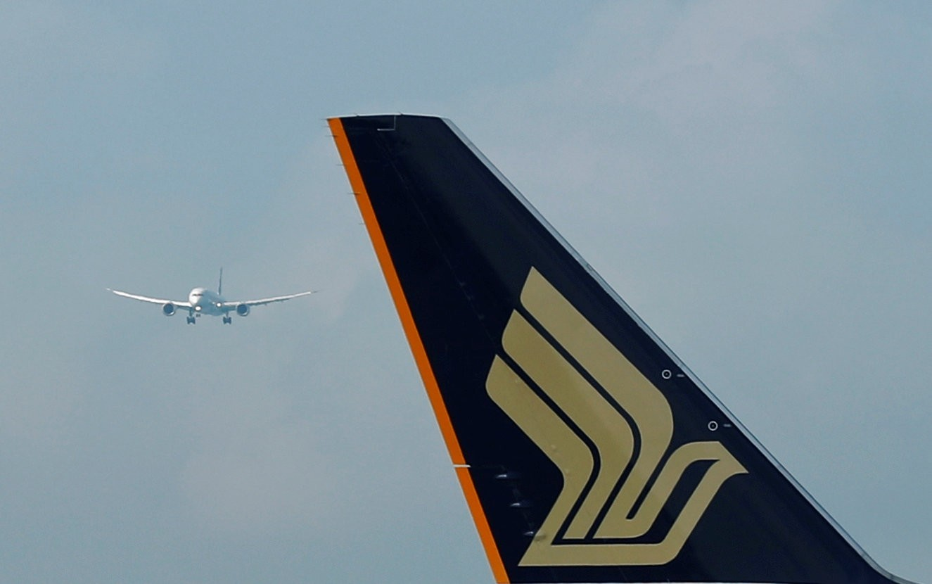 398e741374 Why was bomb-threat Singapore Airlines flight allowed to fly to  destination