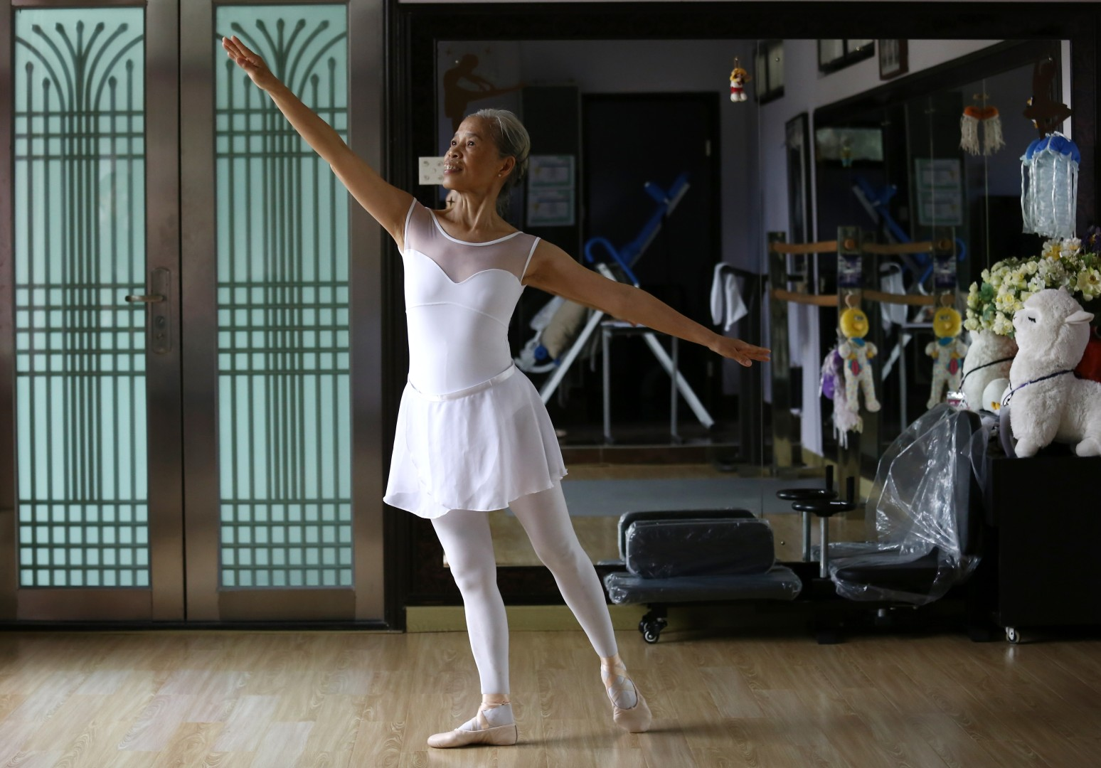04ef8b2386 'If I can open my eyes, I'll keep dancing': 70-year-old ballerina Carmen  Leung relives her childhood dream after a lifetime caring for family    South China ...