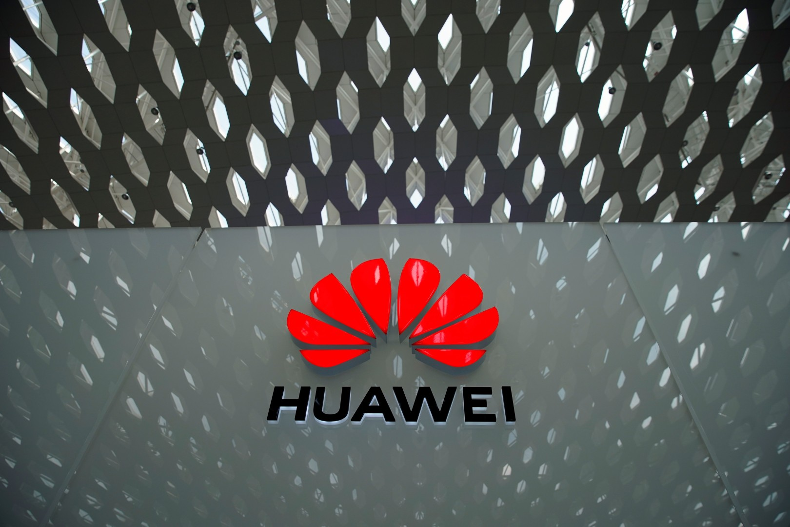 Mahathir's Malaysia supports Huawei, but should be more