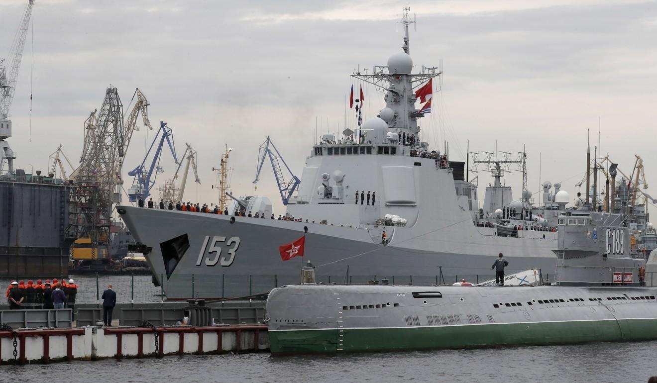 UK Royal Navy shadows Chinese destroyer Xian through English