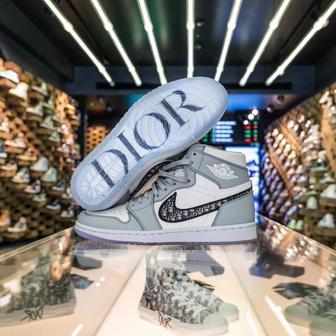 valor Sistemáticamente Lima  Dior x Nike Air Jordan 1 sneakers, loved by Kylie Jenner and re-selling for  US$20,000 already, are the world's smartest investment – thanks to  millennial FOMO | South China Morning Post