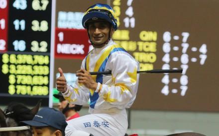 Karis Teetan gives a thumbs up after winning on Hong Kong Bet at Happy Valley. Photos: Kenneth Chan