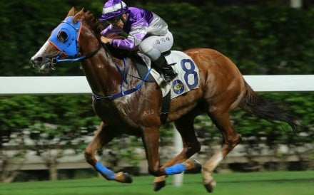 Applause sprints for home under jockey Matthew Poon at Happy Valley. Photos: Kenneth Chan