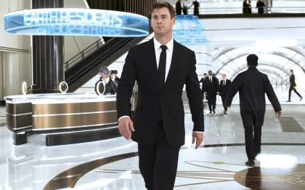 It appears that Chris Hemsworth, seen in Men in Black: International, does not restrict himself to vegan food any longer.