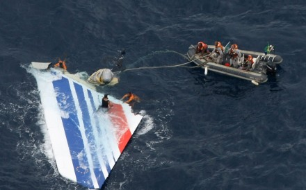 Brazilian navy sailors with a piece of debris from Air France flight AF447 in the Atlantic Ocean, some 1,200 km northeast of Recife. File photo: Reuters