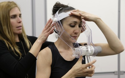 Nutritional physiologist Holly McClung (left) helps research scientist Leila Walker with equipment designed to evaluate fitness levels of female soldiers. Photo: AP